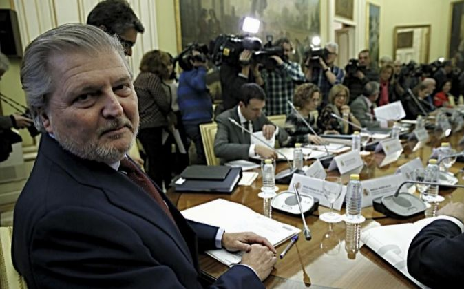 El ministro de Educación, Íñigo Méndez de Vigo(i), durante la...