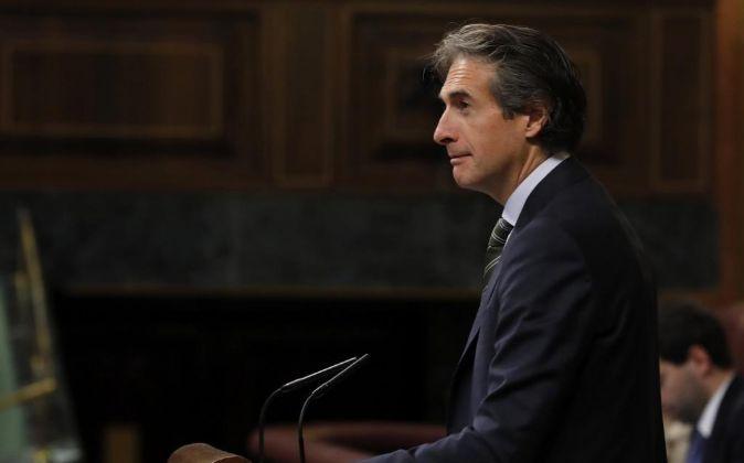 El ministro de Fomento, Iñigo de la Serna, interviene en el Congreso...