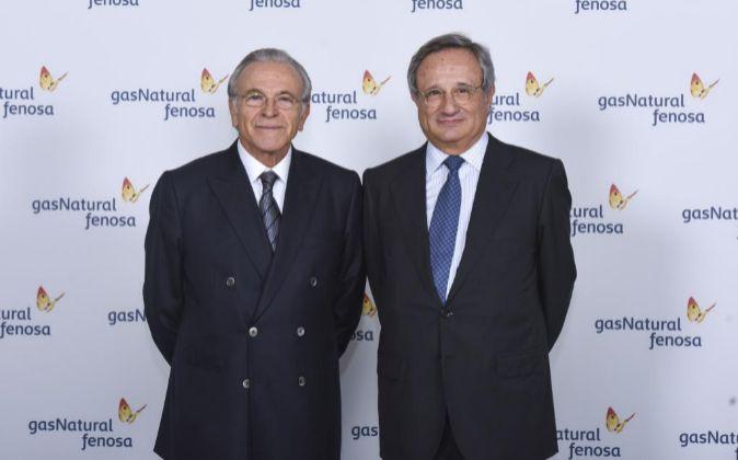 El presidente de Gas Nautural, Isidro Fainé, junto al consejero...