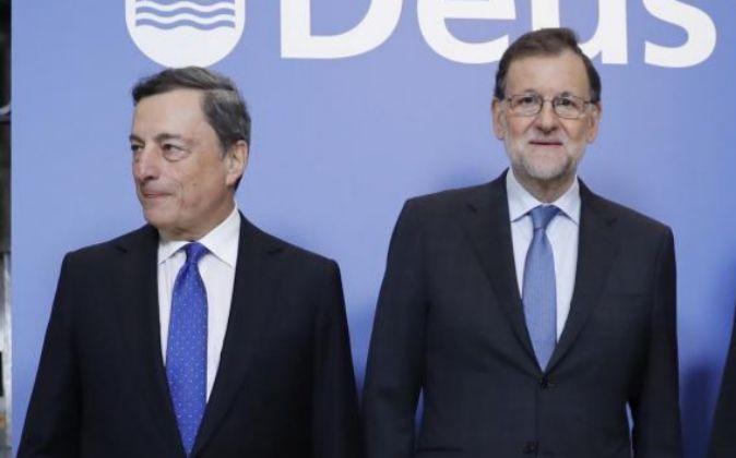El presidente del Gobierno, Mariano Rajoy, dcha., y el presidente del...