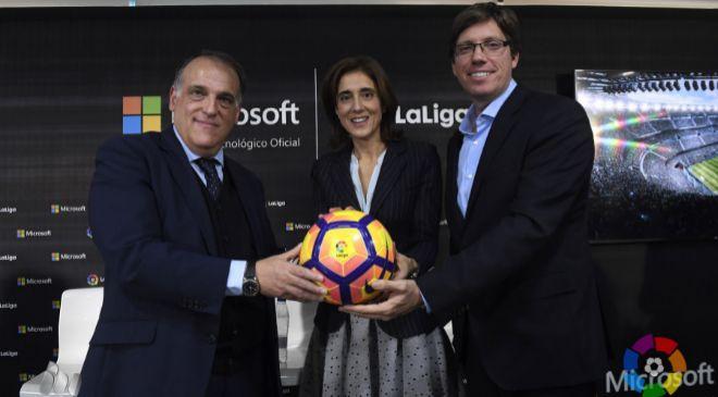 De izquierda a derecha, Javier Tebas, presidente de La Liga; Pilar...