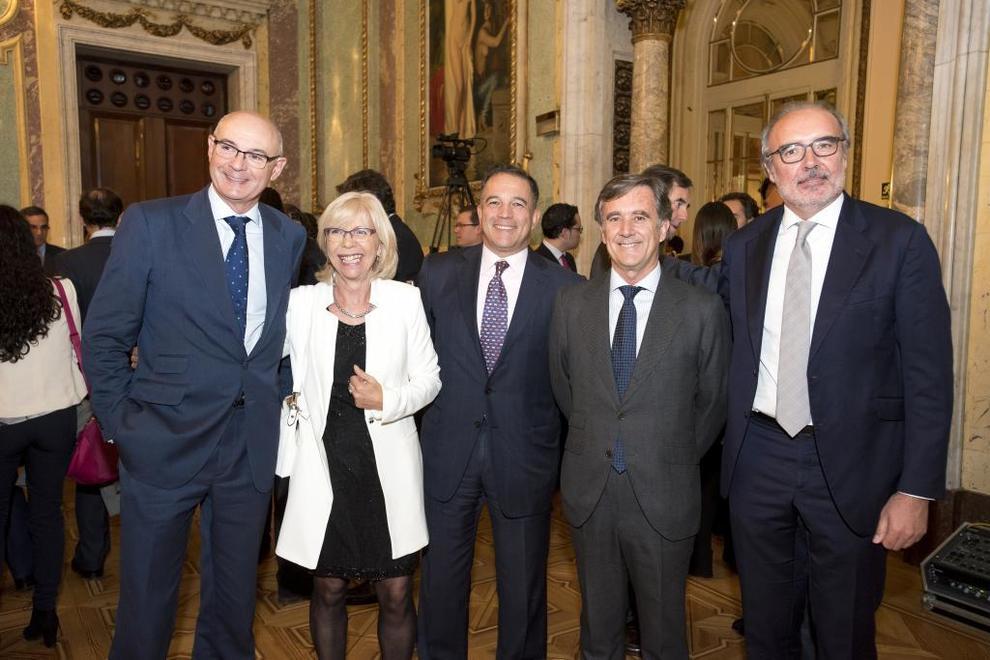 De izquierda a derecha, Jorge Cagigas, socio de Epicteles; Elena...