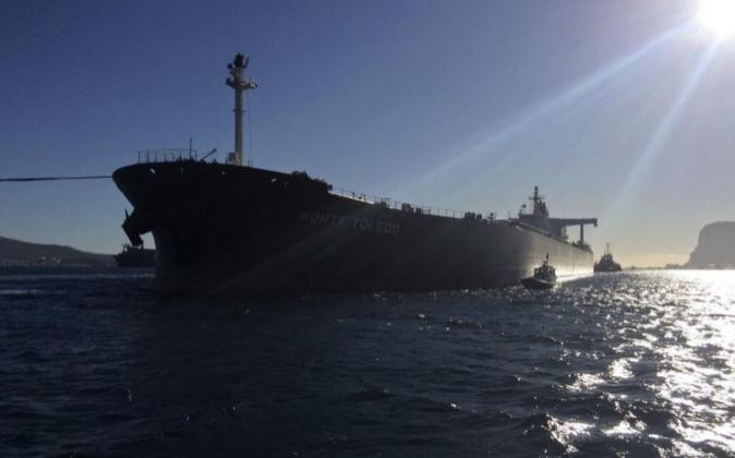 El buque Toledo, con un cargamento de petróleo importado de Irán...