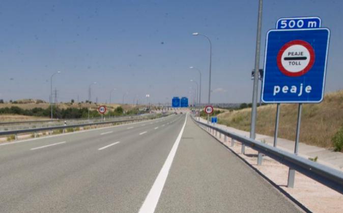 El tráfico en las autopistas de peaje es un 40% menos del que se...