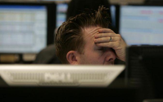 Imagen de un broker en la Bolsa de Londres