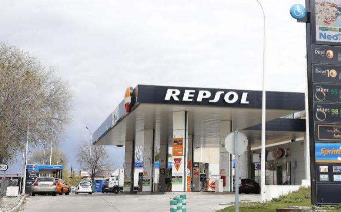Imagen de una estación de servicio de Repsol