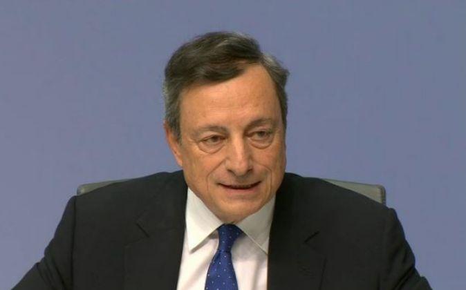 Mario Draghi, presidente del BCE, durante la rueda de prensa ofrecida...