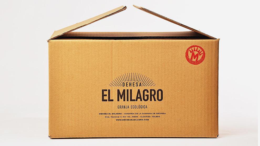El capón le llega a domicilio en esta caja, directamente de la...