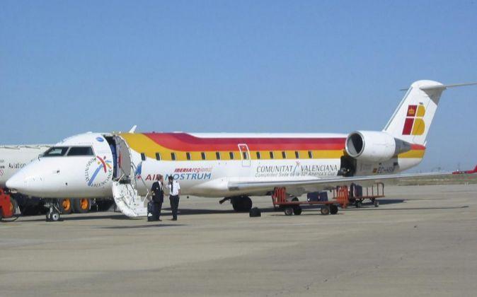 Imagen de archivo de un avión de Air Nostrum rotulado con la...