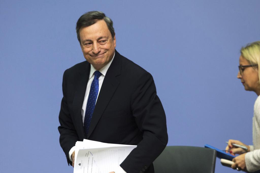 Mario Draghi, presidente del Banco Central Europeo, al finalizar la...