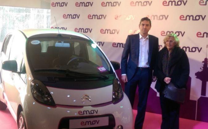 Fernando Izquierdo, director general de eMov, y la alcaldesa de...