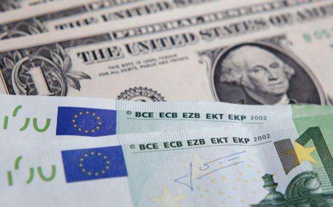 Billetes de euro y de dólar