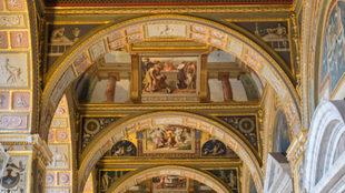Los techos del Museo de Hermitage forman parte de la Galería Rafael....