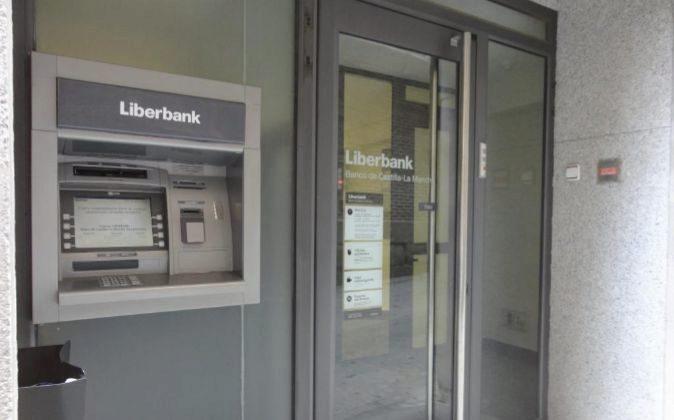 Vista de una sucursal de Liberbank.