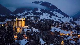 Vista externa del Gstaad Palace, en Suiza. Situado en medio de la...