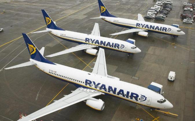 Aviones de Ryanair en pista