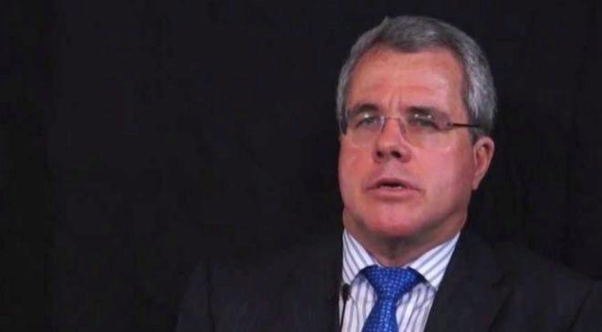 Además de consultor internacional, Ross Bucley es profesor de la...