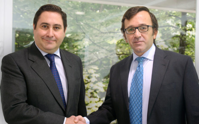 De izda. a dcha., Pedro Navarrete, socio director de DJV Abogados, y...
