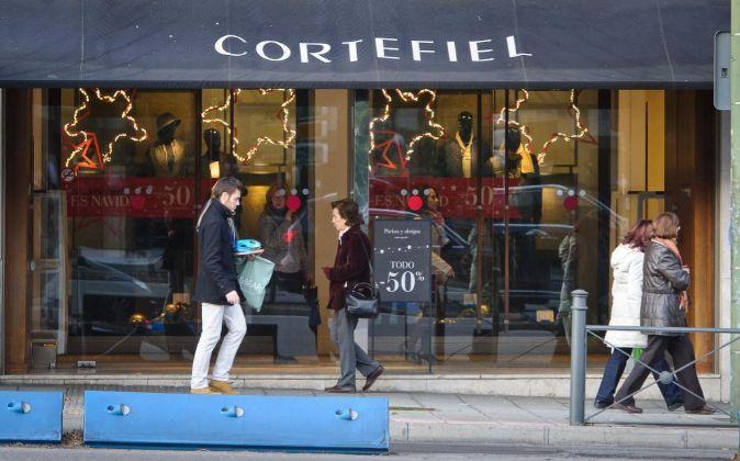 Tienda de Cortefiel, en Raimundo Fernandez Villaverde, con descuentos...