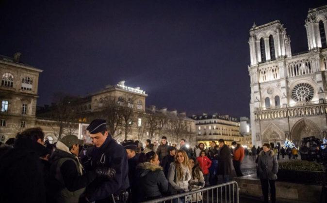La catedral de Notre Dame en Nochebuena.