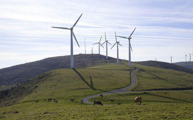 Fotografía de archivo de un parque eólico en la provincia de Lugo.