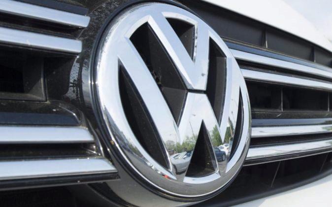 Logotipo del fabricante de automóviles alemán Volkswagen.