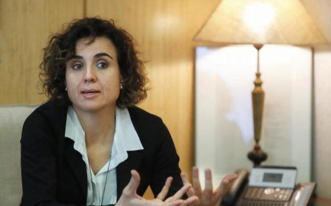 La ministra de Sanidad, Servicios e Igualdad, Dolors Montserrat, el...