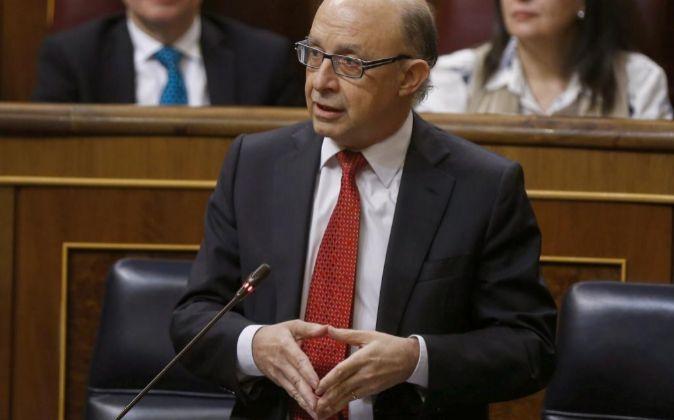 El ministro de Hacienda, Cristóbal Montoro, durante una intervención...