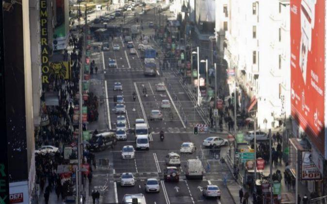 Vista del tráfico en la Gran Via, en Madrid.