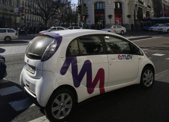 Coche de Emov circulando por Madrid