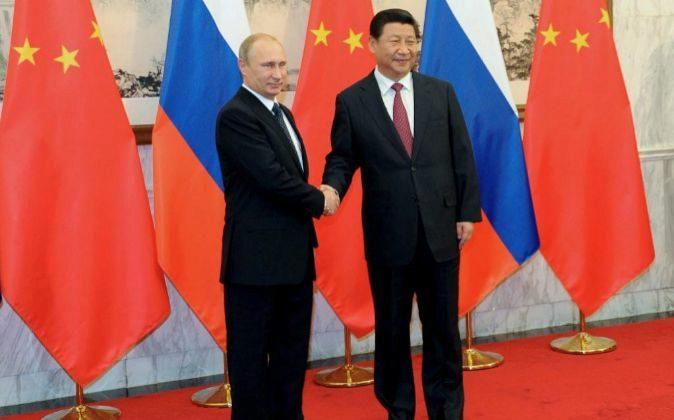 Vladimir Putin junto a Xi Jinping.