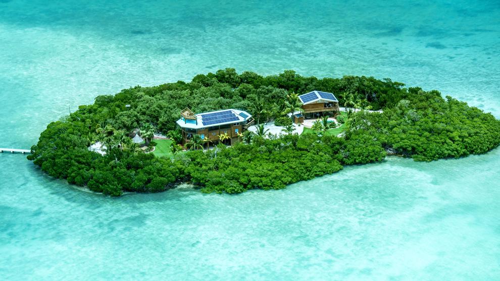 La isla tiene una superficie de 2,12 hectáreas y una vivienda de 290...