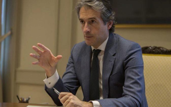 El Ministro de Fomento, Íñigo de la Serna, durante la entrevista.