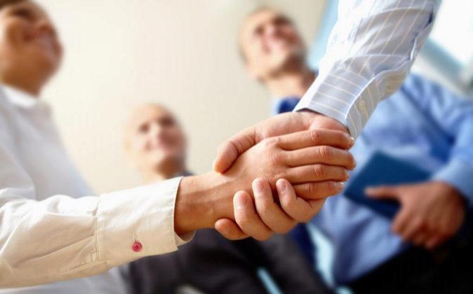 Los intermediarios ponen en contacto a candidatos con empresas.