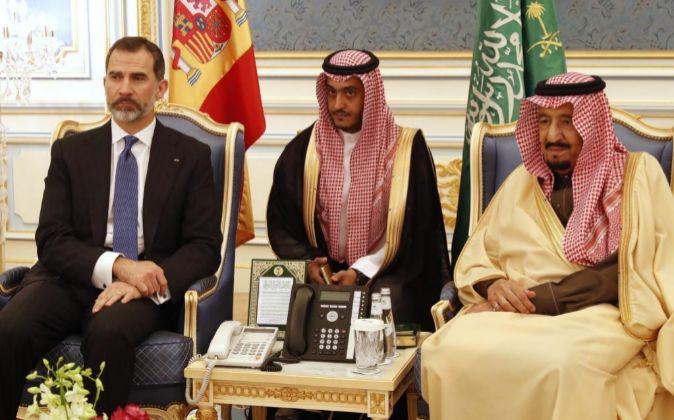 El rey Felipe VI, y el rey de Arabia Saudí Salman bin Abdelaziz (d).