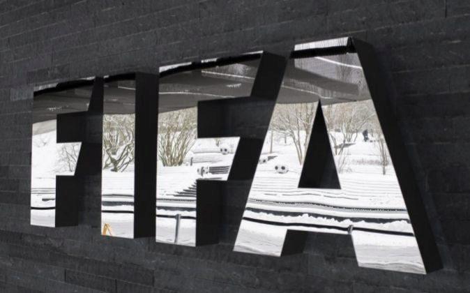 Logotipo de la FIFA en su sede en Zúrich (Suiza).
