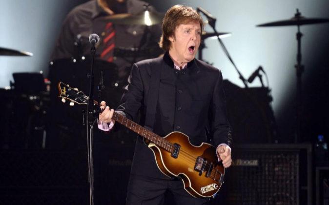 El músico británico Paul McCartney durante un concierto en Zurich,...
