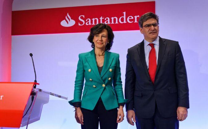Ana Botín, presidenta de Santander y José Antonio Álvarez,...