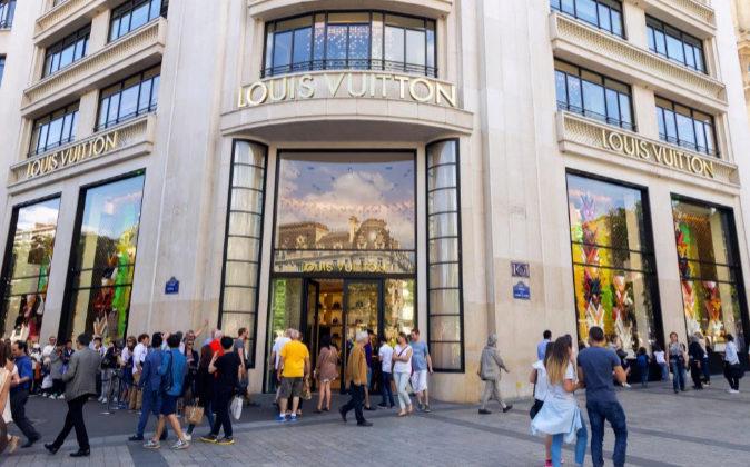 Tienda de Louis Vuitton en París.