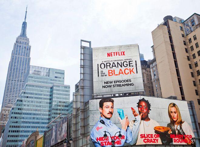 'Orange is the new black', en el cartel de la imagen, es una de las...