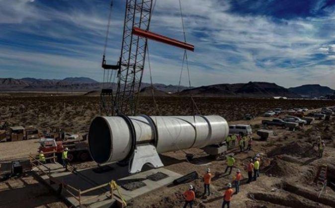 Obras de la construcción del tubo en pruebas por el que iría la...