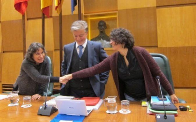 En el centro de la imagen, el alcalde de Zaragoza, Pedro Santisteve,...