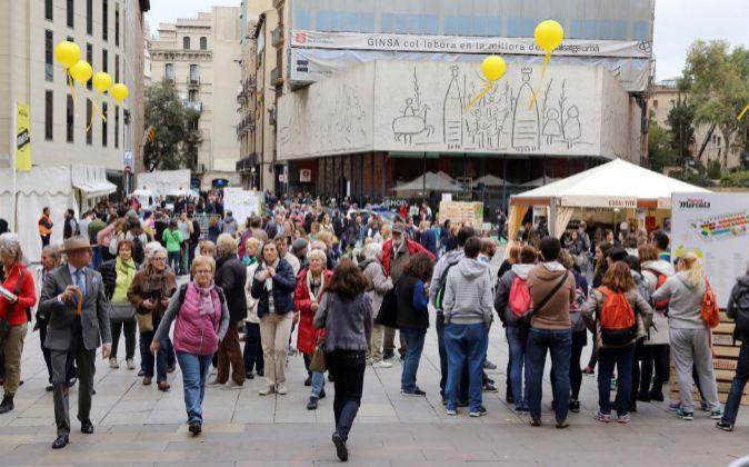 Turistas y peatones en el centro de Barcelona.