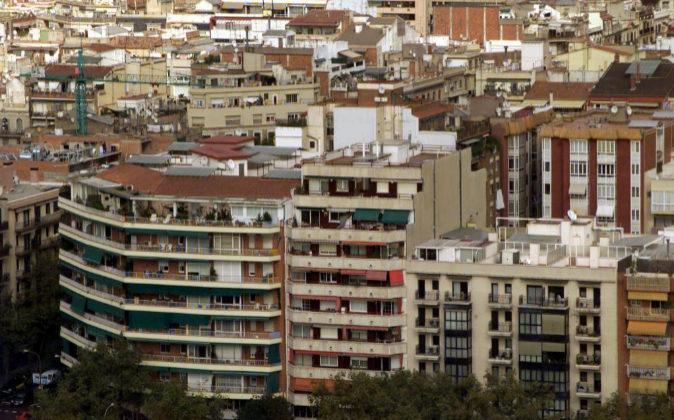 Fotografía de archivo de bloques de viviendas en Barcelona.