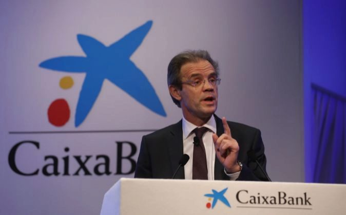 Jordi Gual, presidente de CaixaBank, durante la presentación de los...
