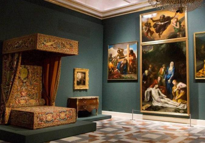 Dormitorio de Carlos III (1762-72) y ciclo religioso de A. R. Mengs.