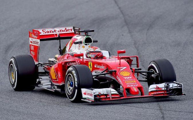 Kimi Raikkonen a los mandos de su Ferrari de 2016.