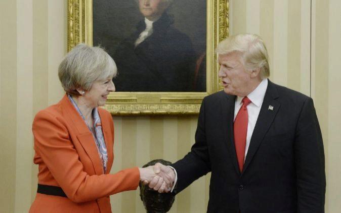Theresa May y Donald Trump durante el encuentro que mantuvieron el...