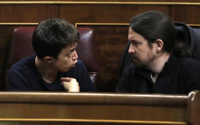 El líder de Podemos, Pablo Iglesias, y el secretario político de la...