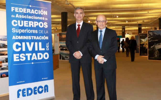 El presidente de Fedeca, Jordi Estalella, junto al ministro de...